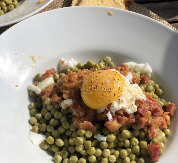 Como preparar Guisantes con jamón y huevos poché con Thermomix® TM6, TM5 y TM31