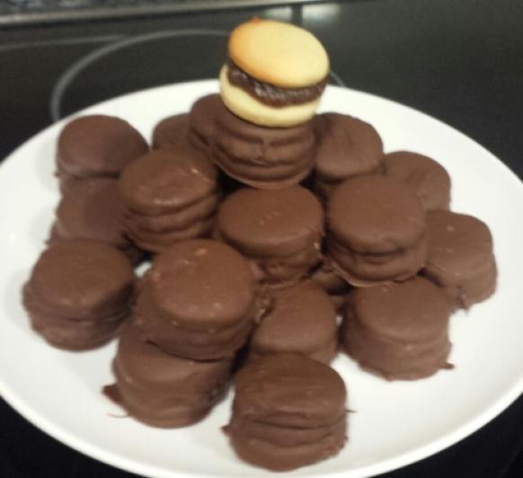 Alfajores rellenos de Dulce de Leche y Chocolate